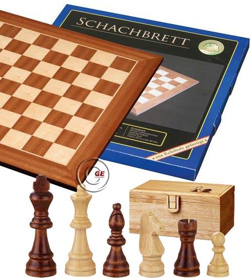Scacchiera Londra legno intarsio ontano naturale e acero. Dimensioni cm. 40x40, casa mm.40. Abbinata ad un set di scacchi in legno Remus , Re h mm.76, confezionati in scatola di legno.