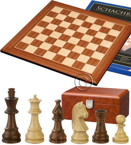 Scacchiera Londra legno intarsio ontano naturale e acero. Dimensioni cm. 40x40, casa mm.40. Abbinata ad un set di scacchi Titus legno Re h mm.76, Scatola radica di legno.