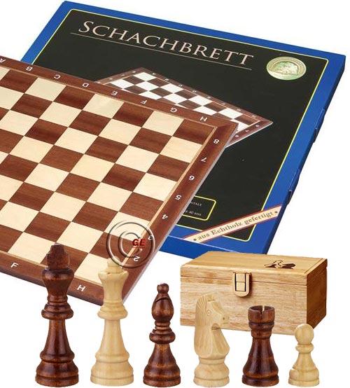 Scacchiera Londra legno intarsio ontano naturale e acero, con coordinate. Dimensioni cm. 40x40, casa mm.40. Abbinata ad un  set di scacchi in legno Remus , Re h mm.76, confezionati in scatola di legno.