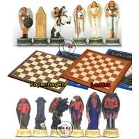 Completo scacchi tematici Angeli vs Diavoli, Re h cm.8, e a scelta scacchiera in legno Londra o scacchiera in legno Kopenhagen. Dimensioni cm.45x45, casa cm. 4,5x4,5.