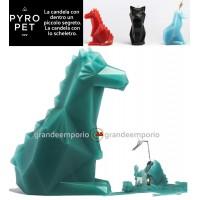 Pyro Pet Dreki-il drago candela in cera scolpita con le forme di un simpatico drago verde acqua, con incorporato lo scheletro, artigianale metallico, dalle sinistre forme di un drago in agguato.