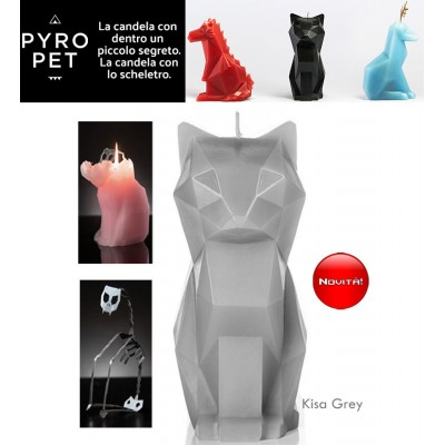 Pyro Pet Kisa-il gatto candela in cera scolpita con le forme di un simpatico gatto grigio, con incorporato lo scheletro, artigianale, in metallo dalle sinistre forme di un gatto in agguato.