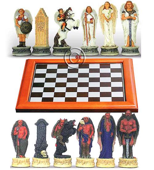 Completo scacchi tematici Angeli vs Diavoli, Re h cm.8, e scacchiera Dal Negro, legno e alluminio, cm. 48x48, campo da gioco cm. 40x40, casa cm. 4,5x4,5.