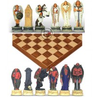 Completo scacchi tematici Angeli vs Diavoli, Re h cm.8, e una scacchiera Rechapados Ferrer De luxe in legno intarsiato noce  e acero, cm. 45x45. casa mm.40x40.