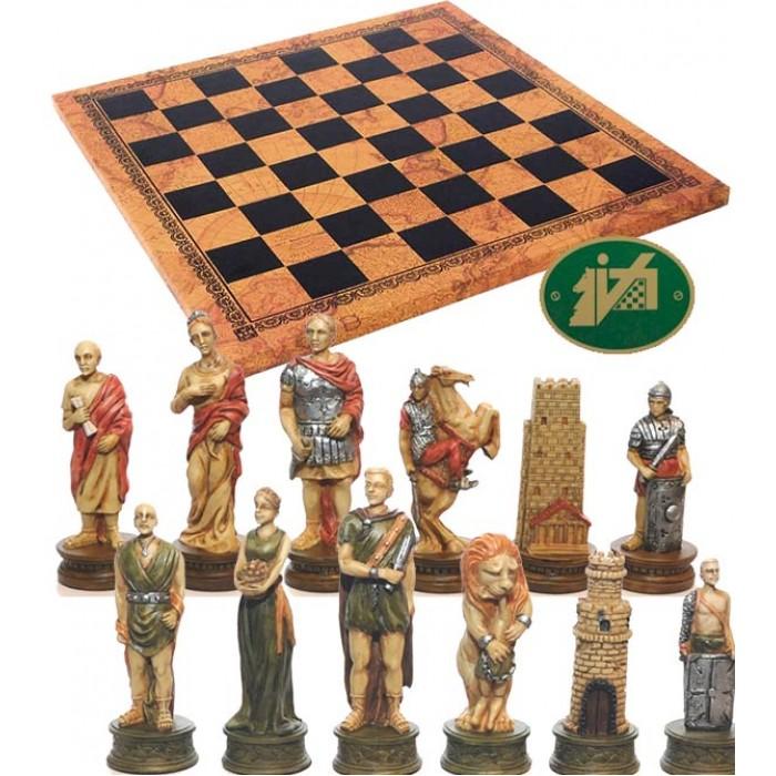 Completo scacchi artistici tematici figure dell' antichità Romani vs Gladiatori. Re h cm.8, e scacchiera Italfama similcuoio, antica carta geografica, cm. 40x40, campo da gioco cm. 36x36, casa mm.45x45.