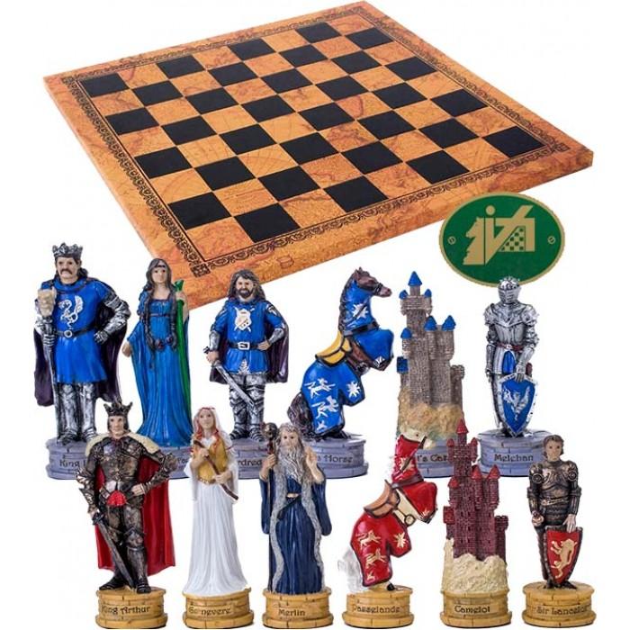 Completo scacchi Italfama figure del mondo di King Artur. Re h cm.8 con scacchiera Italfama, similcuoio, antica carta geografica, cm. 40x40, campo da gioco cm. 36x36, casa mm.45x45.