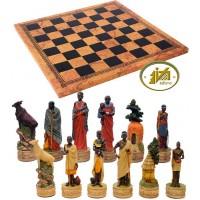 Completo scacchi tematici figure tribù Masai. Re h cm.8, e scacchiera Italfama similcuoio, antica carta geografica, cm. 40x40, campo da gioco cm. 36x36, casa mm.45x45.