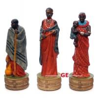 Scacchi artistici tematici, figure di una Tribù Masai, rifiniti e pitturati a mano. Re h cm.8 con scacchiera in legno Londra, cm.40x40x1,3, casa mm.40x40.