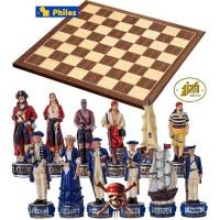 Completo scacchi tematici Pirati dei Caraibi vs Royal Navy. Re h cm.8 e scacchiera in legno, Kopenhagen, cm.40x40x1,3, casa mm.45x45.