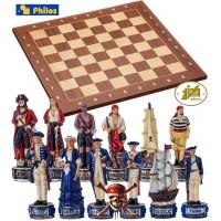 Completo scacchi tematici Pirati dei Caraibi vs Royal Navy. Re h cm.8 e scacchiera in legno, con coordinate, Londra, cm.40x40x1,3, casa mm.40x40.