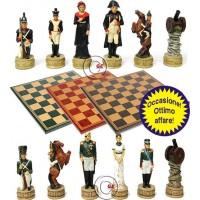 Completo scacchi tematici in peltro Napoleone in Russia. Re h cm.8 e scacchiera Italfama, similcuoio, colore a scelta, cm. 40x40, campo da gioco cm. 36x36, casa cm. 4,5x4,5.