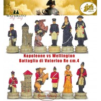 Scacchi artistici tematici Italfama Firenze, in resina, dipinti a mano, Napoleone vs Wellington figure della Battaglia di Waterloo. Re cm.4,3 base diametro cm.2,5. Originale Idea regalo!