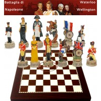 Scacchi artistici tematici Italfama Napoleone e Wellington alla battaglia di Waterloo,Re h cm.8, scacchi abbinati ad una  pregevole scacchiera Italfama effetto ebano, dimensioni cm.40x40, casa mm.40.