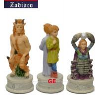 Italfama set scacchi artistici tematici in resina, dipinti a mano, figure dello Zodiaco. Altezza Re 8.00 cm, base diametro 2.5 cm.