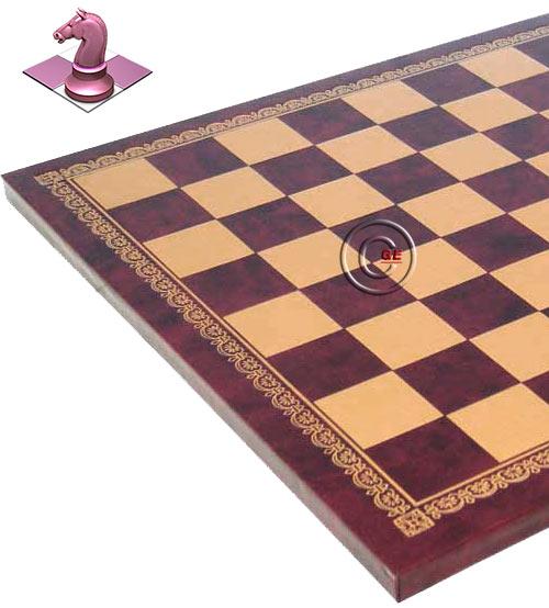 Scacchiera Italfama in similcuoio rosso, con raffinata bordura in oro, produzione italiana. Dimensioni cm.26,5x26,5 spessore cm. 1,0, casella cm. 2,8x2,8. Campo gioco cm. 2,2x2,2