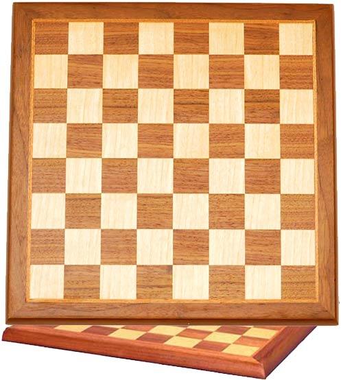Scacchiera in legno finitura noce ed acero cm.33x33, campo gioco cm.31x31, casa mm.35x35.