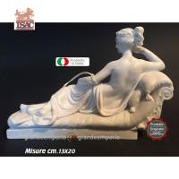 Statua Paolina Borghese Bonaparte di Antonio Canova. Riproduzione di A.Santini in polvere di marmo apuano e resina bianchi, altezza cm.13x20. Raffinata idea regalo. Prodotto Isac statue made italy Cecina Toscana.