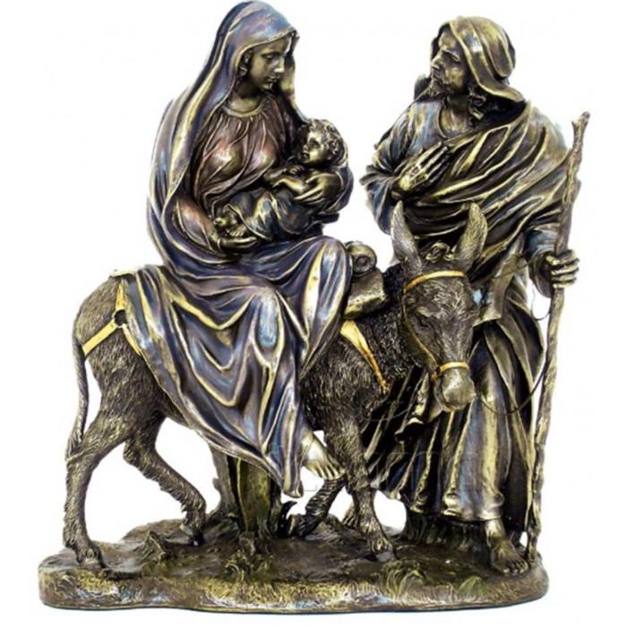 Statua in resina bronzata riproducente la Sacra Famiglia nella Fuga in Egitto. Statua interamente rifinita a mano in ogni dettaglio, altezza cm,27. Elegante idea regalo della Italfama di Firenze-Italia. SR74108.