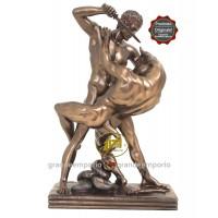 Statua in resina bronzata raffigurante Teseo vs il Minotauro. Statua  interamente rifinita a mano in ogni dettaglio e bronzata, altezza cm. Ht. 31cm. Elegante idea regalo della Italfama di Firenze-Italia. SR73130