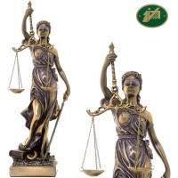 Statua Themis dea della Giustizia, riproduzione, in resina bronzata rifinita a mano h. cm.75. Elegante prodotto firmato Italfama Firenze.